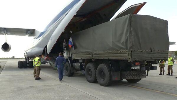 Российские военные специалисты возвращаются из Италии  - Sputnik Тоҷикистон
