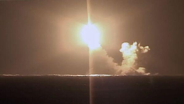 Запуск ракеты Булава с подводного крейсера Князь Владимир - Sputnik Таджикистан