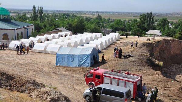 Временный лагерь для жителей Хурсона пострадавших от стихийного бедствия - Sputnik Таджикистан