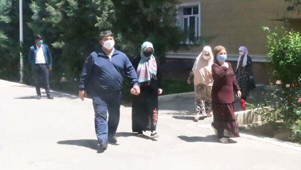 Выздоровевшие от коронавируса больные вернулись домой - Sputnik Тоҷикистон