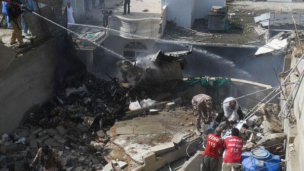 Крушение пассажирского самолета в Пакистане в городе Карачи - Sputnik Тоҷикистон