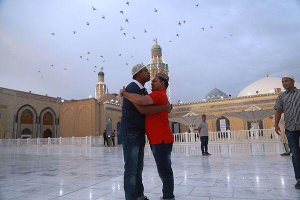 Мусульмане во время празднования Ид-аль-Фитра в Багдаде  - Sputnik Таджикистан