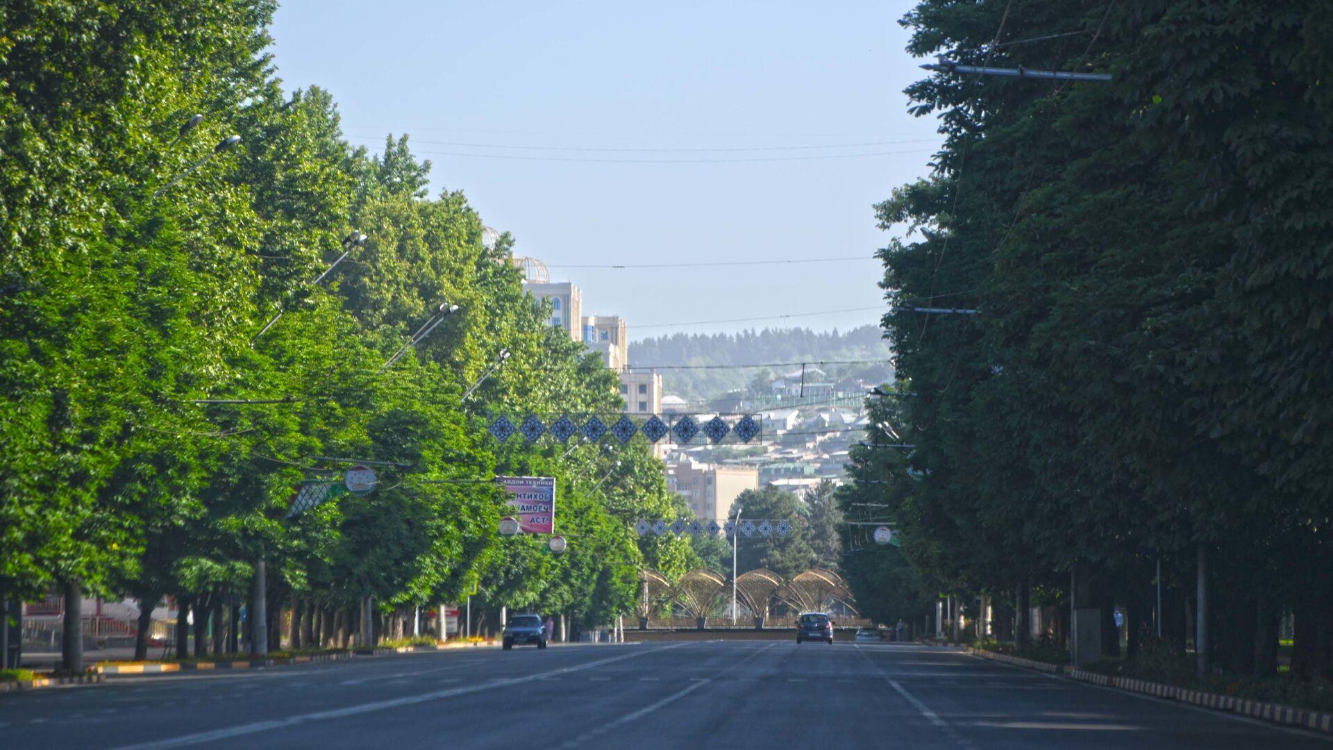 Опустевшие дороги в городе Душанбе  - Sputnik Тоҷикистон, 1920, 28.08.2021
