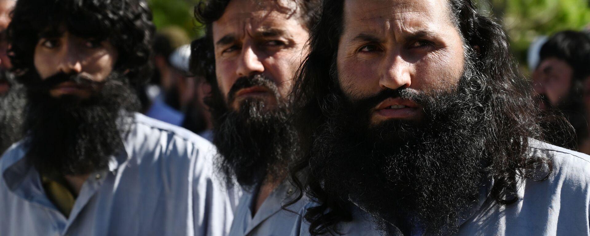 Заключенные талибы во время их освобождения из тюрьмы Баграм, Афганистан - Sputnik Таджикистан, 1920, 24.06.2021