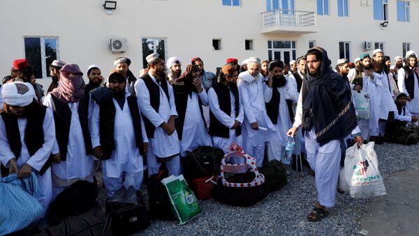 Освобожденные талибы в тюрьме Пули-и-Чархи в Кабуле, Афганистан - Sputnik Тоҷикистон