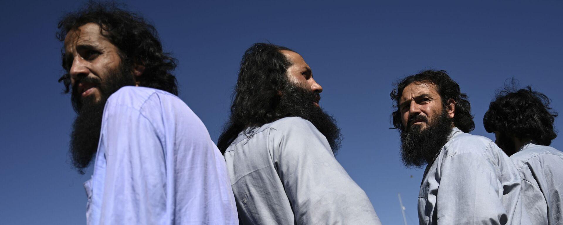 Заключенные талибы во время их освобождения из тюрьмы Баграм, Афганистан - Sputnik Таджикистан, 1920, 30.08.2021