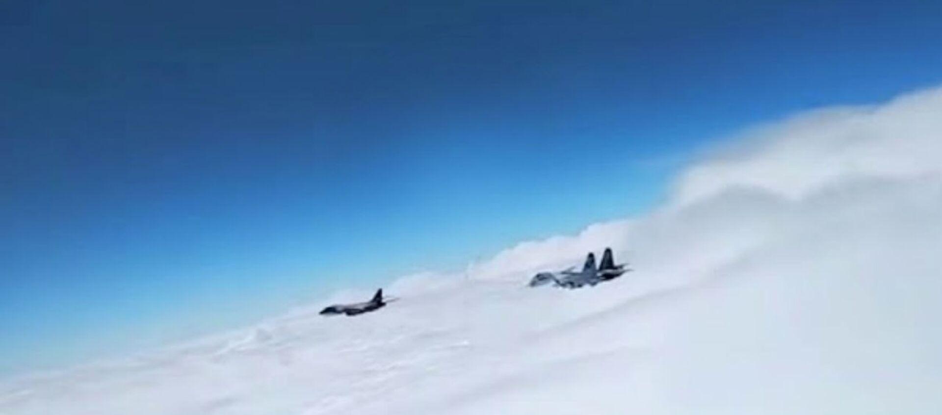 Российские истребители вновь перехватили американский самолет-шпион — видео - Sputnik Таджикистан, 1920, 31.05.2020