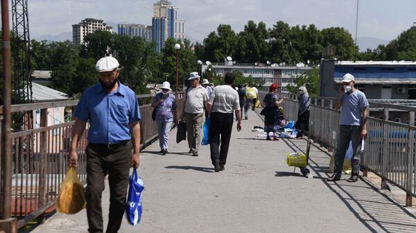 Люди в городе Душанбе - Sputnik Тоҷикистон