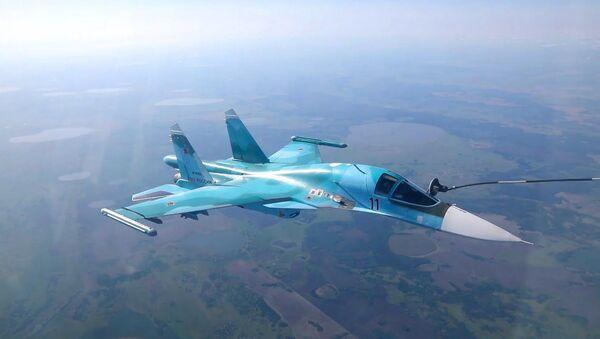 Захватывающие кадры дозаправки истребителей в воздухе - YouTube - Sputnik Таджикистан