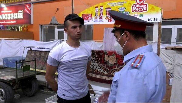 Разъяснительные работы сотрудников милиции УМВД по Согдийской области  - Sputnik Таджикистан