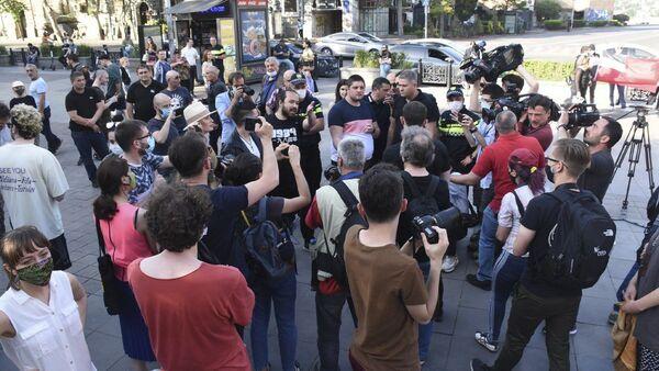 Американские споры: граждан США в Тбилиси успокаивала полиция - Sputnik Таджикистан