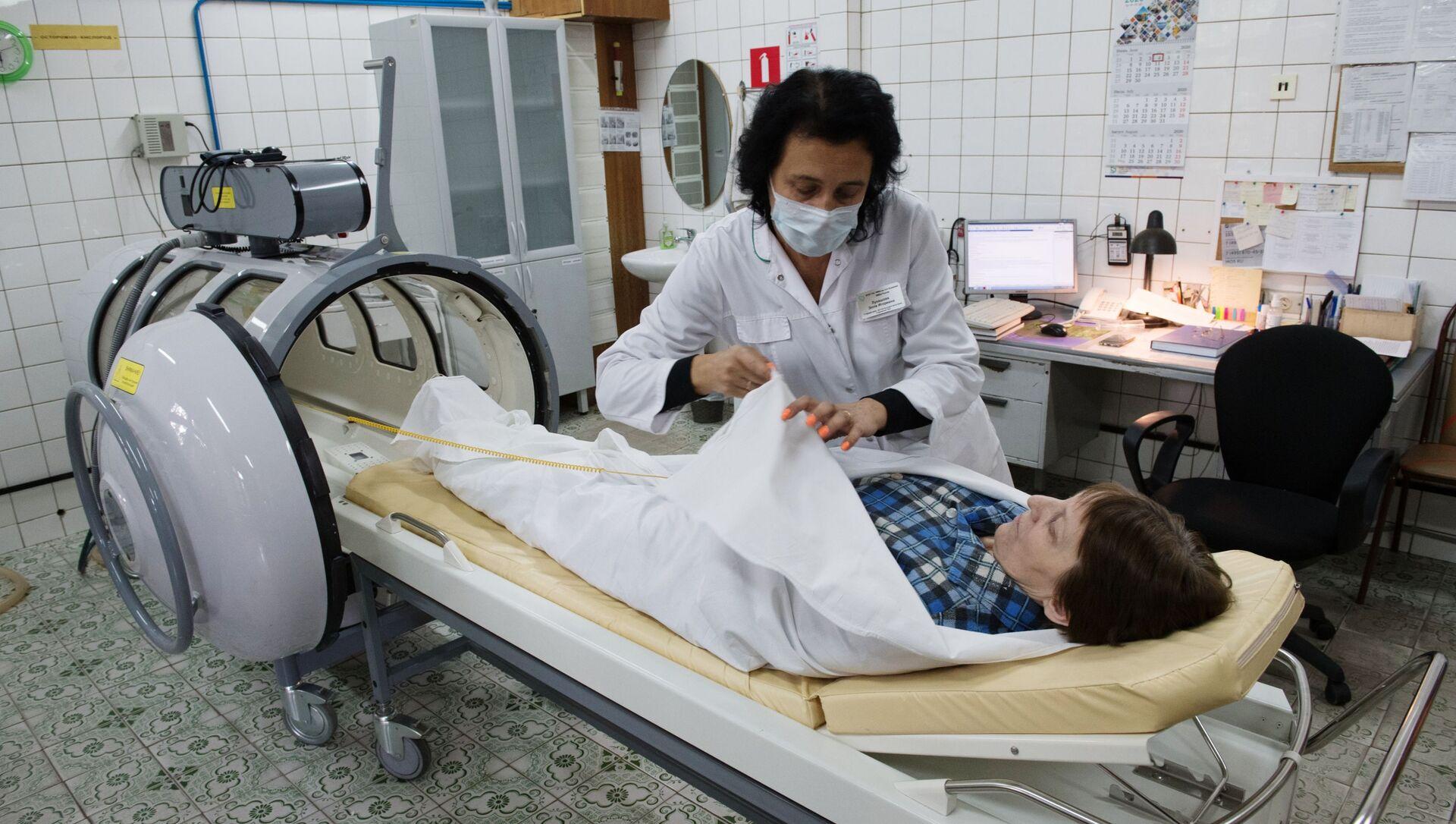Лечение от коронавируса в барокамере - Sputnik Таджикистан, 1920, 03.02.2021