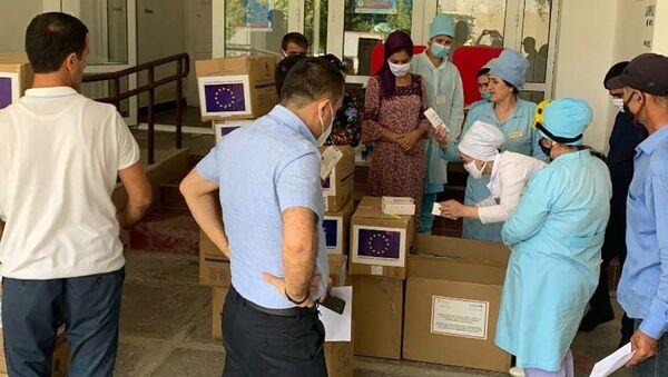 Очередная помощь Таджикского общества Красного Полумесяца медицинским учреждениям Таджикистана - Sputnik Таджикистан