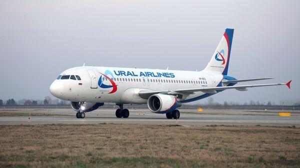 Самолет Airbus A320 авиакомпании Уральские авиалинии - Sputnik Тоҷикистон