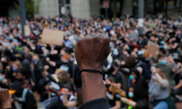 Демонстранты в Бостоне, штат Массачусетс - Sputnik Таджикистан