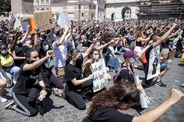 По всей Италии люди протестуют против убийства Джорджа Флойда - Sputnik Таджикистан