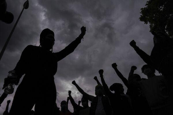 Протесты против произвола полиции в Лионе - Sputnik Таджикистан