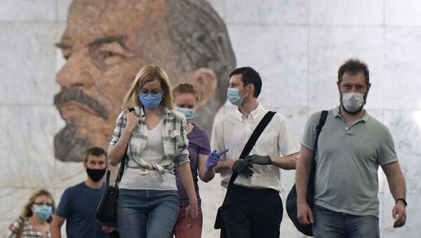 Пассажиры на станции метро Библиотека имени Ленина в Москве - Sputnik Тоҷикистон