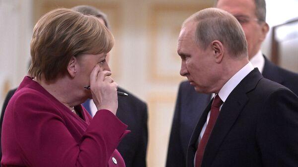 Президент РФ Владимир Путин и федеральный канцлер Германии Ангела Меркель - Sputnik Таджикистан