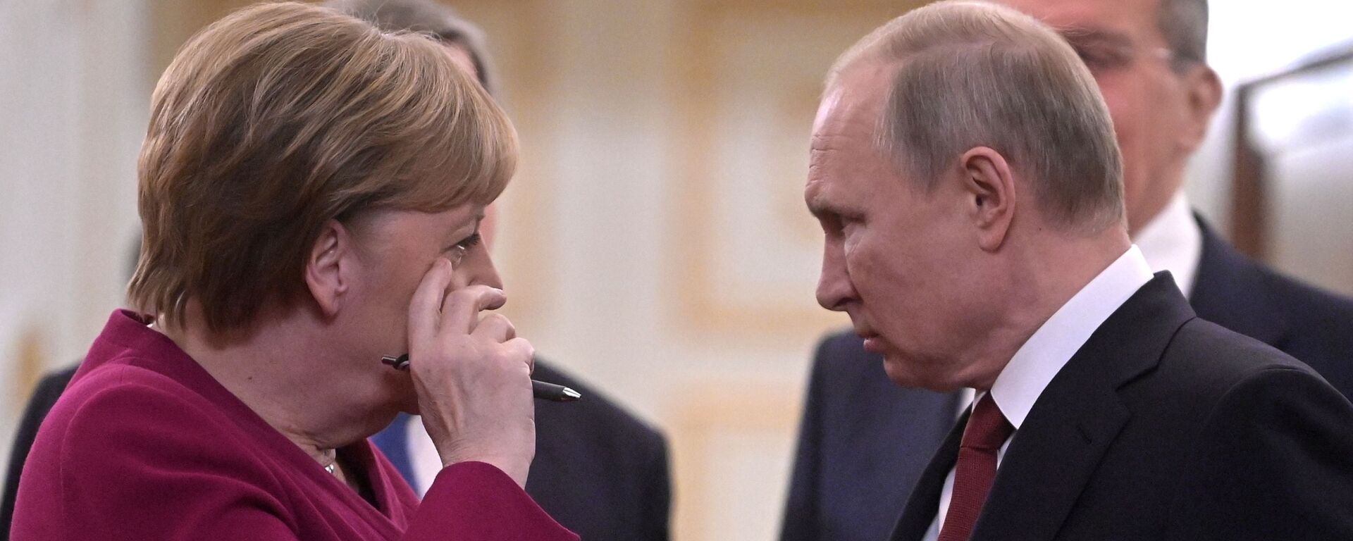 Президент РФ Владимир Путин и федеральный канцлер Германии Ангела Меркель - Sputnik Таджикистан, 1920, 31.03.2021