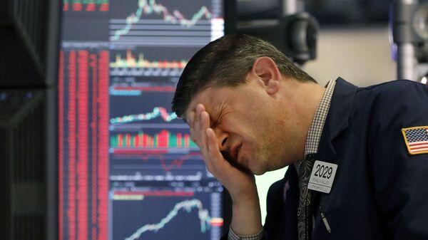 Трейдер на в Нью-Йоркской фондовой бирже  - Sputnik Таджикистан