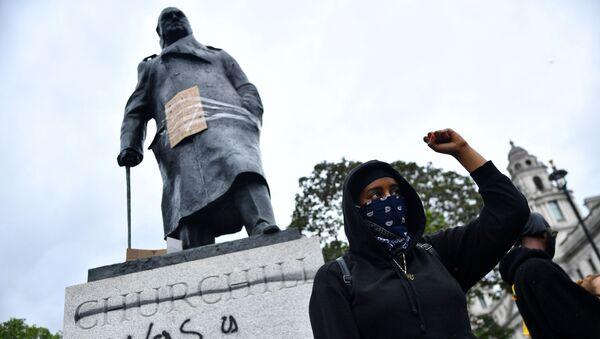 Памятник Черчиллю в Лондоне - Sputnik Тоҷикистон