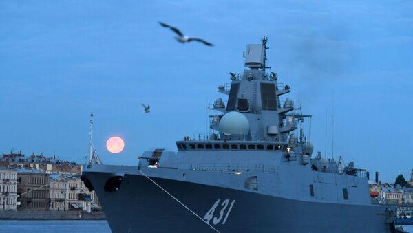 Фрегат Адмирал флота Касатонов на фоне Английской набережной - Sputnik Тоҷикистон