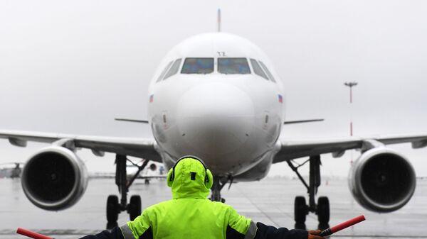 Самолет авиакомпании Уральские авиалинии, архивное фото - Sputnik Таджикистан