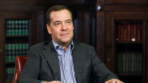 Заместитель председателя Совета безопасности РФ Д. Медведев дал интервью журналистам агентства РИА Новости - Sputnik Таджикистан