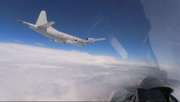 Ба воситаи Су-27-и Русия бомбазани амрикоии В-52H дар назди Балтика боздошт карданд - Sputnik Тоҷикистон