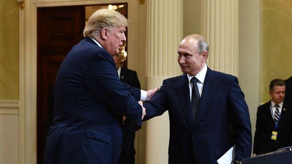 Владимир Путин и Дональд Трамп - Sputnik Таджикистан