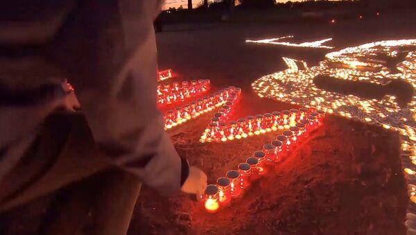 Мы помним: россияне зажгли свечи в память о погибших в Великой Отечественной войне - YouTube - Sputnik Тоҷикистон