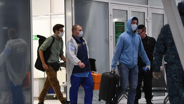 Пассажиры, прибывшие в Новосибирск, направлены на карантин в обсерваторы - Sputnik Таджикистан