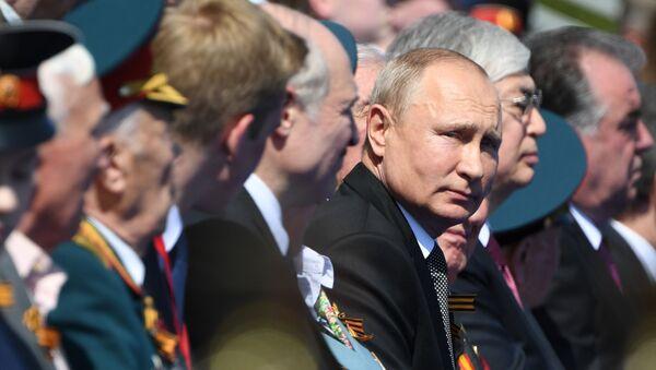 Президент РФ В. Путин принял участие в военном параде в ознаменование 75-летия Победы в Великой Отечественной войне - Sputnik Тоҷикистон