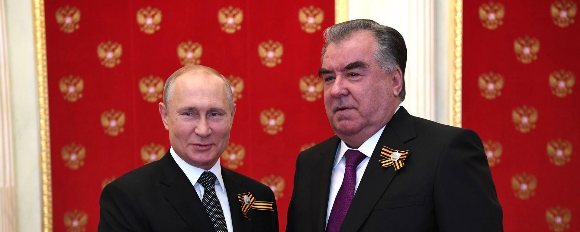 Президент РФ Владимир Путин и президент Таджикистана Эмомали Рахмон - Sputnik Таджикистан, 1920, 05.05.2021