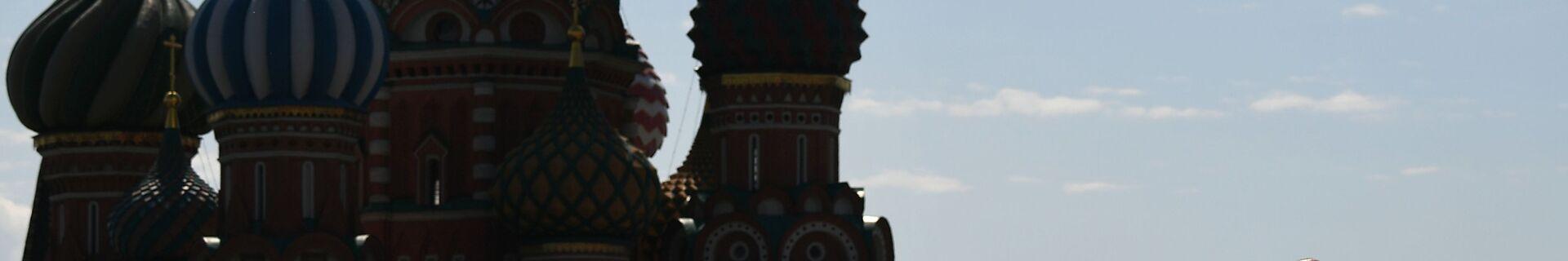 Президент РФ Владимир Путин выступает во время военного парада на Красной площади - Sputnik Тоҷикистон, 1920