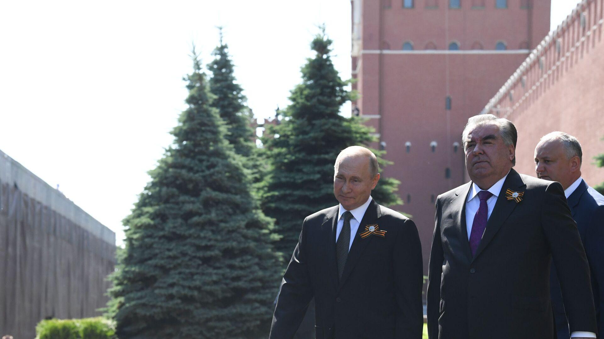 Президент России Владимир Путин и президент Таджикистана Эмомали Рахмон - Sputnik Таджикистан, 1920, 07.05.2021