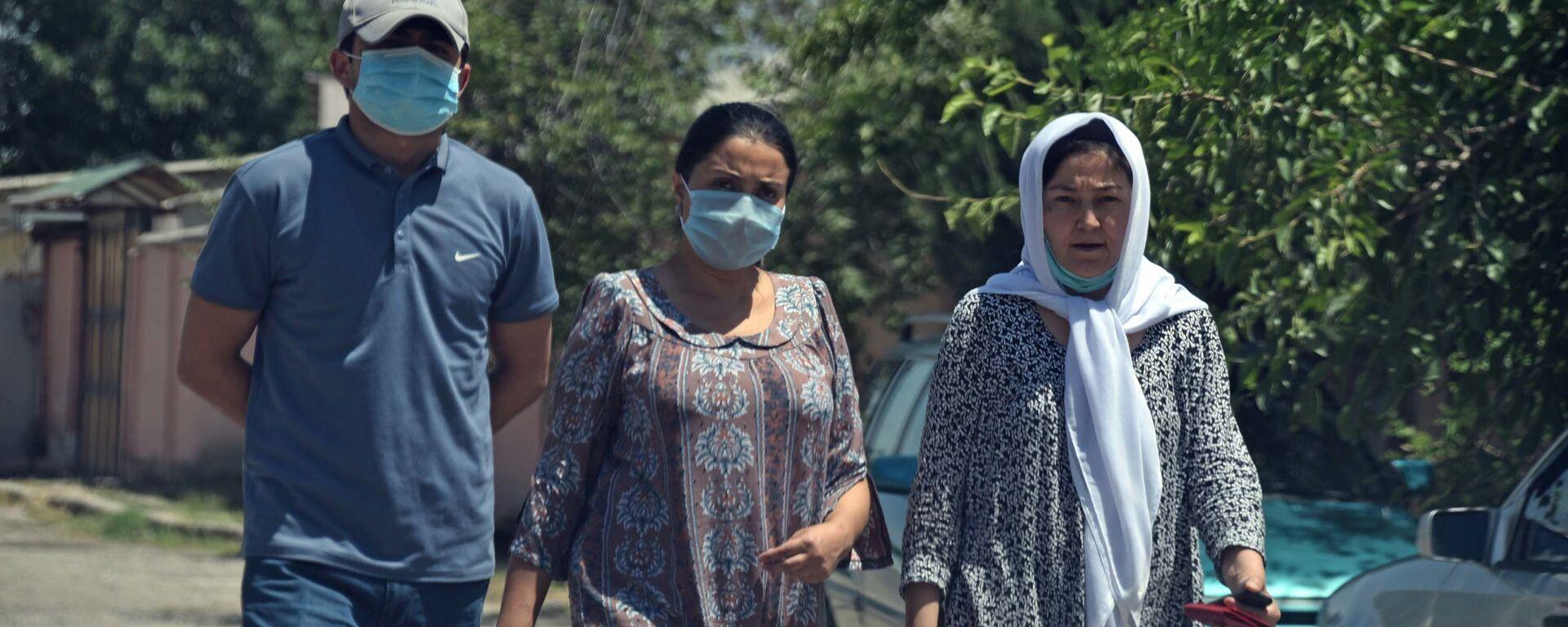 Люди в масках в Душанбе - Sputnik Таджикистан, 1920, 29.06.2021