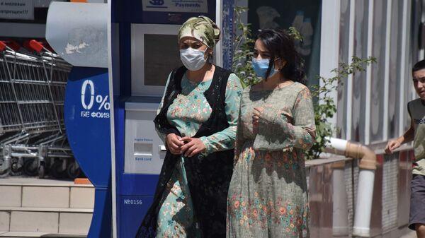 Люди в масках в Душанбе - Sputnik Таджикистан