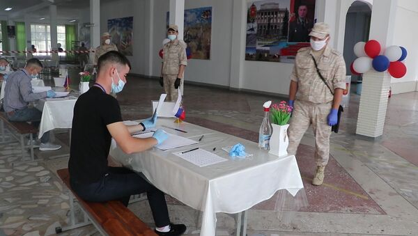 Российские военнослужащие в Таджикистане приступили к голосованию за поправки в Конституцию РФ - Sputnik Тоҷикистон