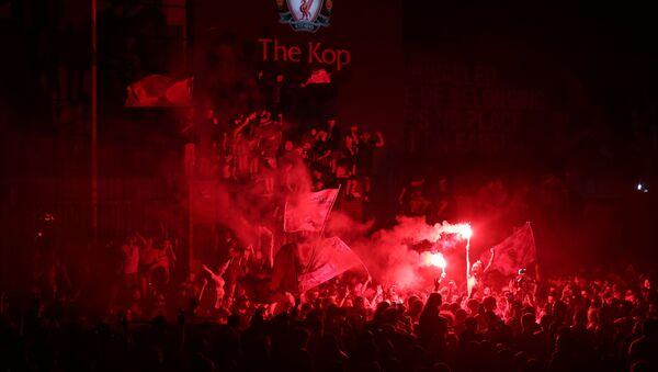 Ливерпульские фанаты празднуют победу  - Sputnik Таджикистан