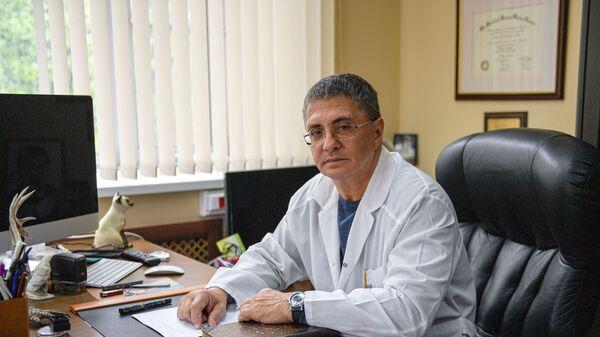 Главный врач городской клинической больницы №71 имени М. Е. Жадкевича Александр Мясников - Sputnik Таджикистан