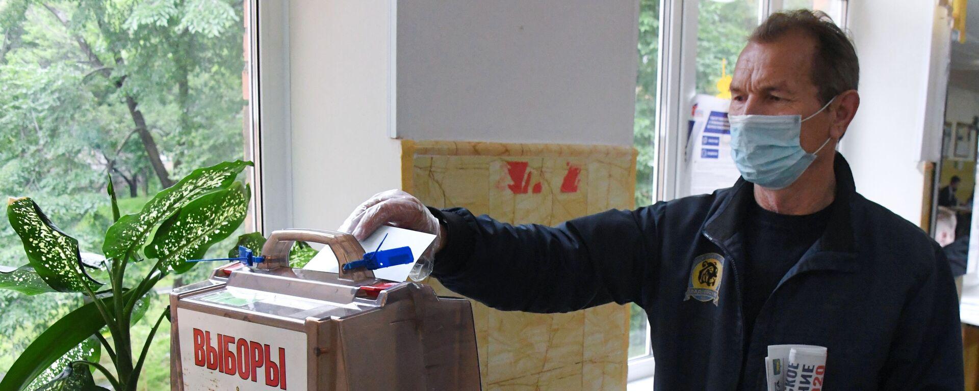 Голосование по внесению поправок в Конституцию РФ в регионах России - Sputnik Таджикистан, 1920, 26.08.2021