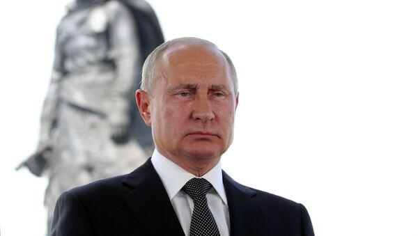 Обращение Владимира Путина к россиянам в преддверии основного дня голосования по Конституции - Sputnik Тоҷикистон