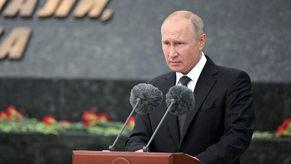 Президент России Владимир Путин - Sputnik Тоҷикистон