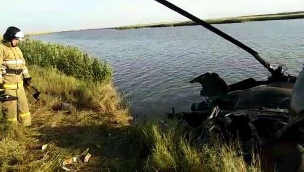Видео с места жёсткой посадки вертолёта Ми-2 в Ростовской области - Sputnik Таджикистан